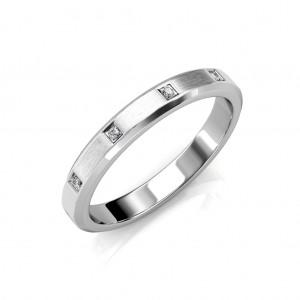 The Kate Beveled Edge Ring