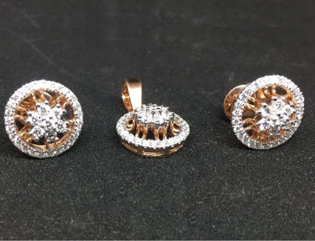 Round Diamond Pendant Set